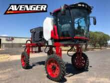 LEE Avenger LC High-Clearance Tractor